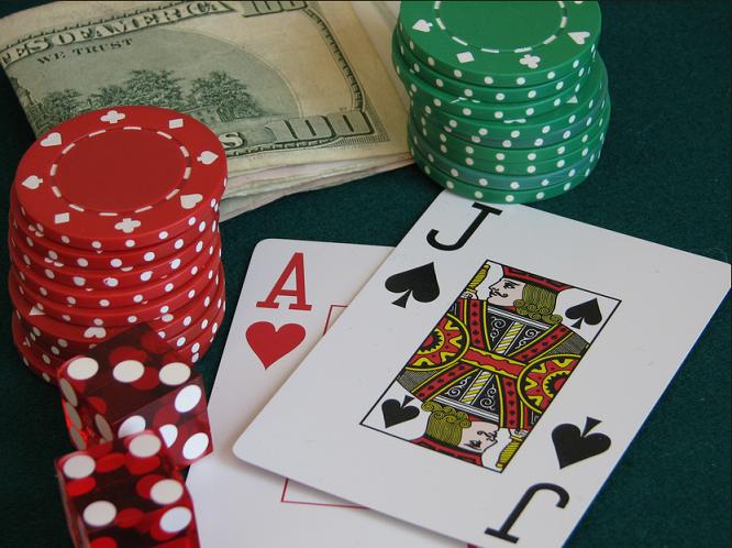 Để thắng bài Blackjack: May mắn góp 20% và chiến thuật 80%